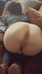 Gostosa mostrando o cu