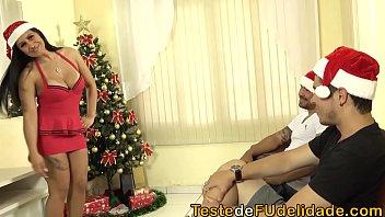 Novinha gostosa em clima de natal fudendo na escada