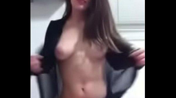 Filha do pastor ficou pelada e mandou nudes