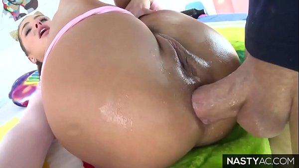 Novinha dando o cuzinho e gozando no squirt