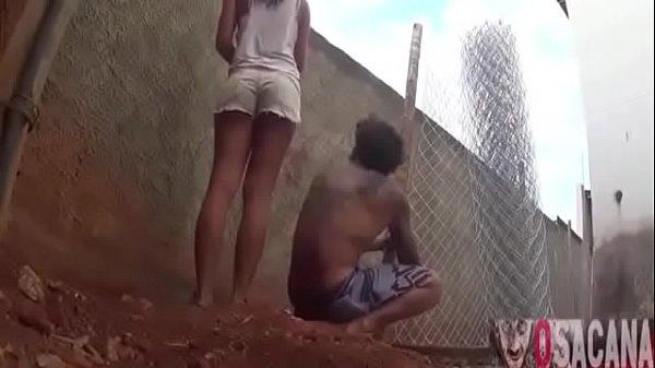 Comendo a namoradinha ninfeta no quintal