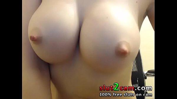 Amadora peituda se masturbando até gozar