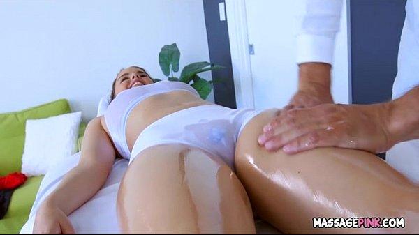 Massagem sensual termina mostrando novinha nua