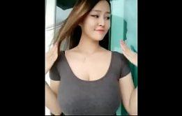 Índia safada mostrando os peitos grandes