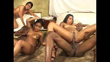 Gaiola das popozudas (Yumi Saito, Marcia Imperator, Luanda Boaz, Silvia Saenz, Tamiry Chiavari, Pamela Butt)