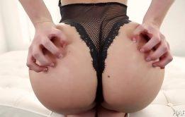 Mandigo anal comendo a loira do rabão enorme pelo cu