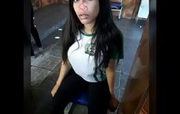 Lomotif pornô com uma safadinha sentando na piroca